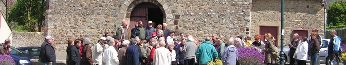 Devant l'église de Saint-Christophe-du-Luat