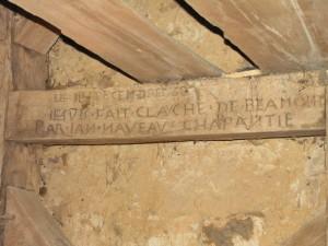 Beaumont-Pied-de-Bœuf, beffroi de l'église : date, lieu, nom et métier de l'artisan.