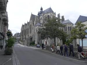 Vers église Notre-Dame