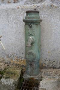 Saint Cyr Gravelais, borne fontaine Bayard